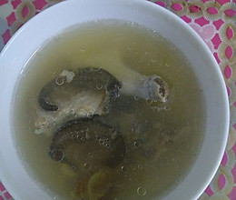 海马田七猪骨汤的做法