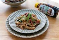 #百变鲜锋料理#培根蚝油炒米粉的做法