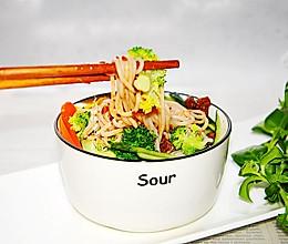 #换着花样吃早餐#香菇牛肉酱米线的做法