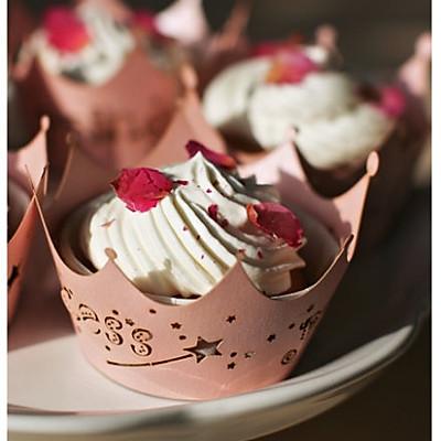 玫瑰花酱杯子蛋糕
