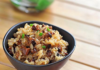 香菇肉丁油饭的做法