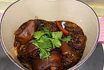"""这道菜的名字叫""""巨好吃""""可乐卤猪蹄的做法"""