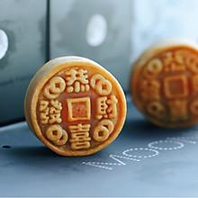饼店老师傅的传统广式莲蓉蛋黄月饼