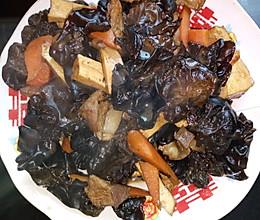 猪肉烧胡萝卜豆腐干黑木耳的做法