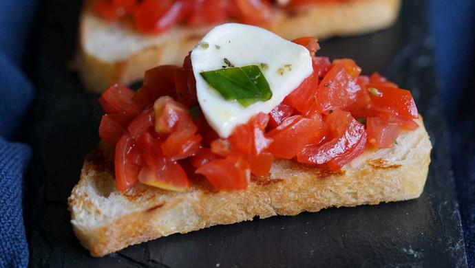 简单快捷!意式烤面包配番茄沙拉