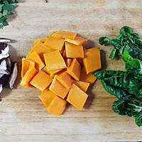 奶白菜蘑菇南瓜汤  #花10分钟,做一道菜!#的做法图解1