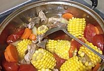 胡萝卜玉米猪骨汤的做法