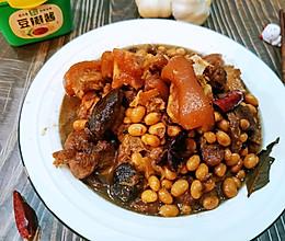 #以美食的名义说爱她#黄豆烧猪脚 蹄髈的做法