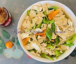 家常菜之4:东北名菜,尖椒豆腐皮。豆腐皮加一物才有馆子味的做法