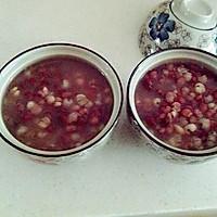 简约版红豆薏米粥  炝拌金针菇的做法图解1