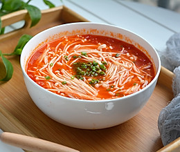 西红柿金针菇浓汤的做法