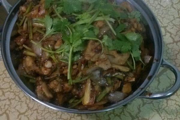 干锅牛蛙的做法