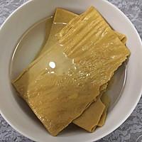 #爽口凉菜,开胃一夏!#凉拌豆腐皮的做法图解1