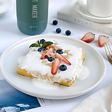 #美食视频挑战赛# 水果酸奶西多士 零难度的营养早餐