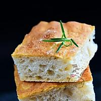 迷迭香佛卡夏:清新有味道的面包