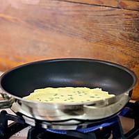 葱花蛋饼,快手营养早餐的做法图解5