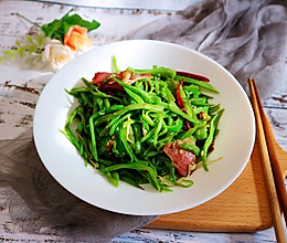 扁豆丝炒腊肉(意想不到的下饭菜)的做法