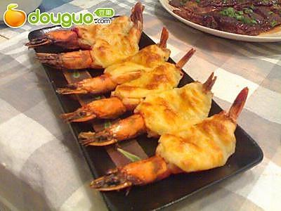 黑胡椒奶酪焗虾的做法