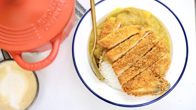自己在家做大餐!香酥咖喱猪排饭的做法