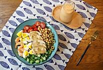 精致早餐:烤鸡肉沙拉配木瓜牛奶汁的做法