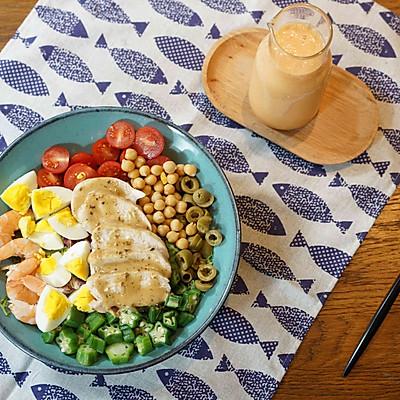 精致早餐:烤鸡肉沙拉配木瓜牛奶汁