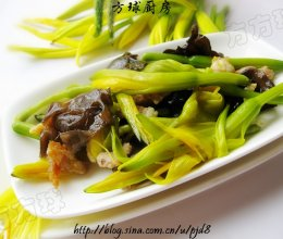 黄花菜炒木耳的做法