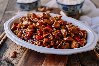 酱爆腰果鸡丁 | 坚果+鸡胸,健身食物也可以如此好吃