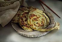 不用油酥,依旧层次分明的葱油饼。的做法