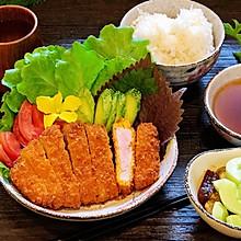 日式炸猪排配田园沙拉