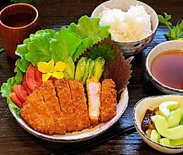 日式炸猪排配田园沙拉的做法