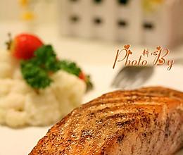 香煎黑椒三文鱼的做法
