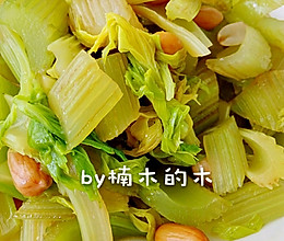 降血压圣品~拌芹菜的做法