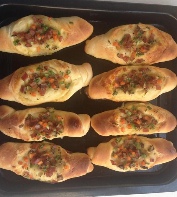 葱油培根蔬菜面包的做法