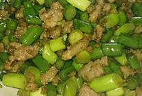 肉末炒蒜苔的做法