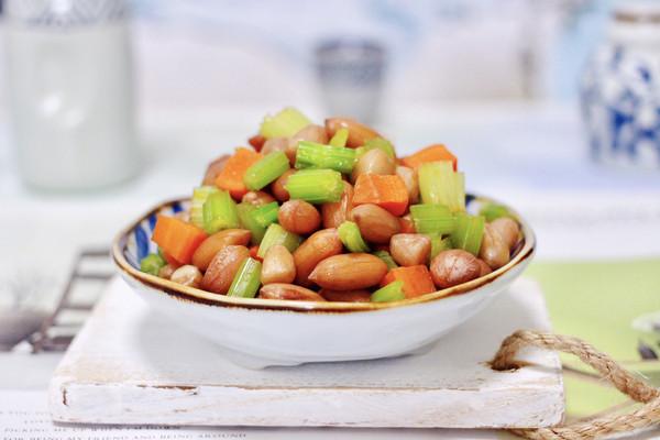 #童年不同样,美食有花样#凉拌花生米时蔬