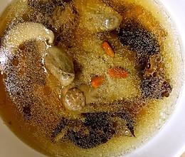 鹿茸香菇鸽子汤的做法