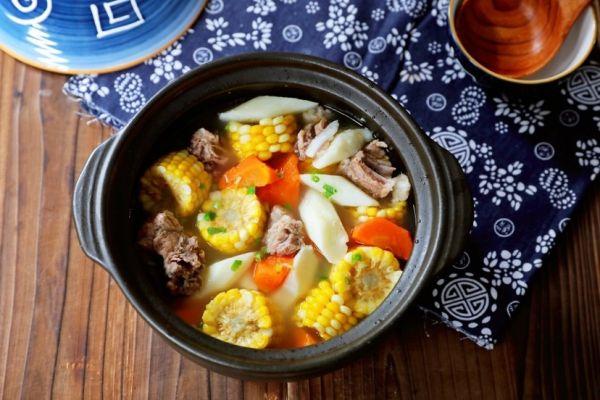 玉米胡萝卜山药排骨汤的做法