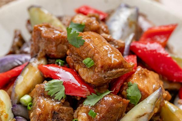 茄子烧排骨丨惹味十足的做法