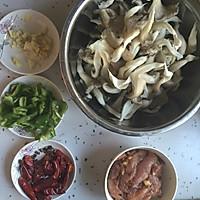 蘑菇炒肉的做法图解1