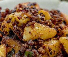 麻辣肉燥炒紫苏土豆 | 米饭伴侣的做法
