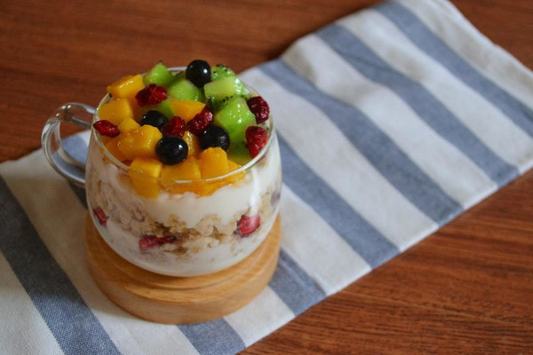 蔓越莓快手早餐-什锦果香燕麦酸奶杯的做法