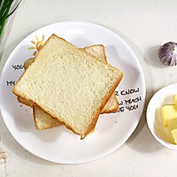 #花10分钟,做一道菜!#蒜蓉吐司条的做法图解1