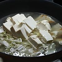 【豆腐炖鱼汤】#快手又营养,我家的冬日必备菜品#的做法图解6