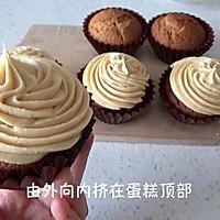 焦糖奶酪 cupcake 杯子蛋糕 (视频菜谱)的做法图解15