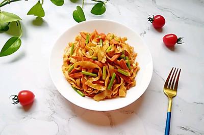 蔬菜火腿炒刀削面#母亲节,给妈妈做道菜#
