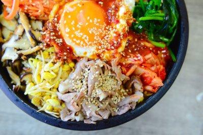 泡菜肥牛石锅拌饭