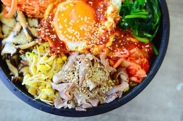 泡菜肥牛石锅拌饭的做法