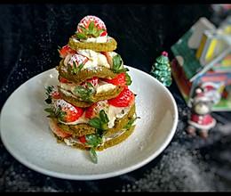 #令人羡慕的圣诞大餐#草莓圣诞树蛋糕的做法