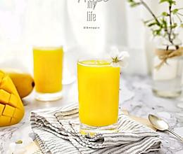 #百变水果花样吃#菠萝芒果汁的做法
