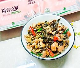 酸辣开胃的-酸菜炒肥肠的做法